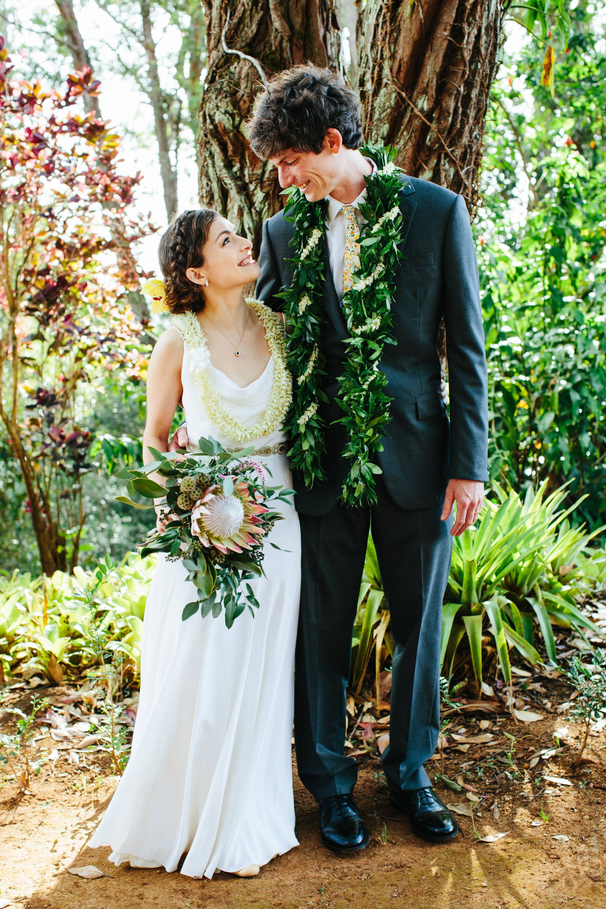 Rustic Outdoor Wedding At Hawaiiu0027s Sunset Ranch | Haleiwa Destination  Wedding