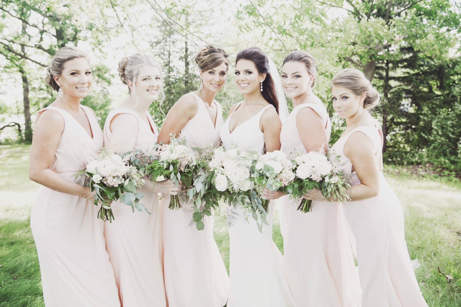 CLASSIC AND MODERN WISCONSIN WEDDING ON THE WATER AT