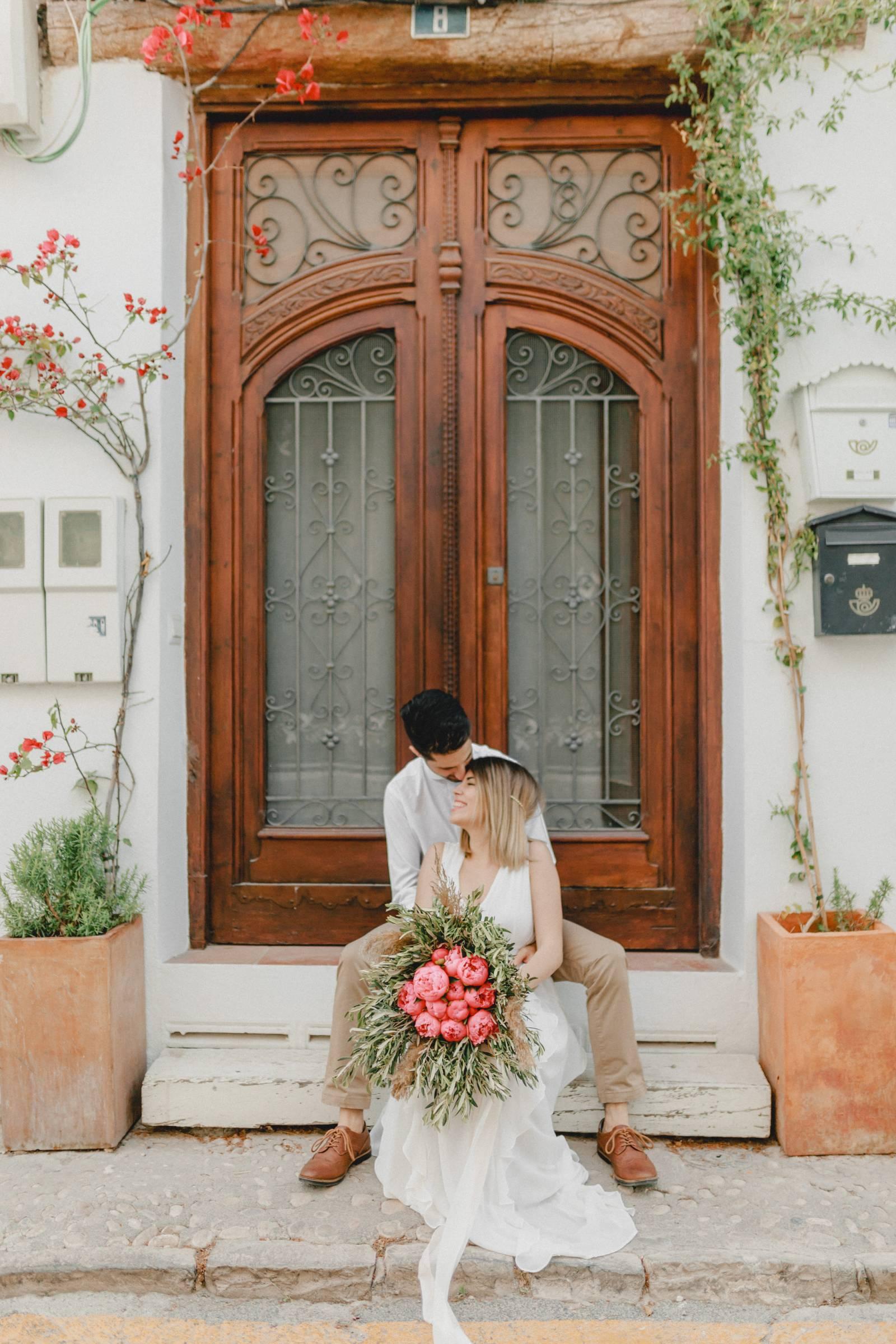 Pastel sunset couples shoot in Spain   Spain Couples portraits