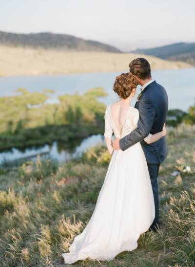 Smoky blue grey colorado wedding inspiration this beautiful shoot by connie whitlock at a picture perfect ranch in the heart of colorado just goes to prove that weddings at rustic venues dont junglespirit Images