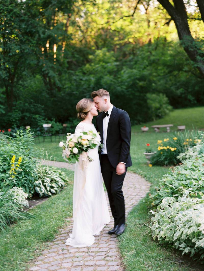 Refined And Authentic Garden Wedding Ideas Minnesota Wedding - Ideas-for-a-garden-wedding