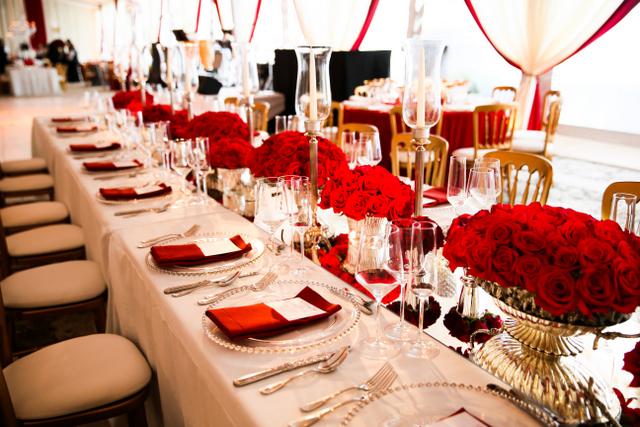 Red Holiday Wedding Inspiration with Weddingstar! - Blackbride.com