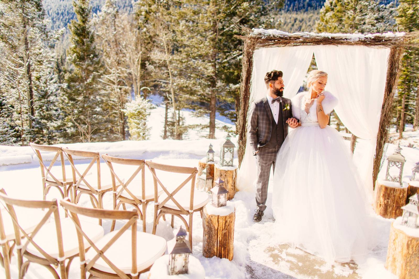 8 tips to stay toasty warm at your winter wedding banff - Temperature to keep house in winter ...