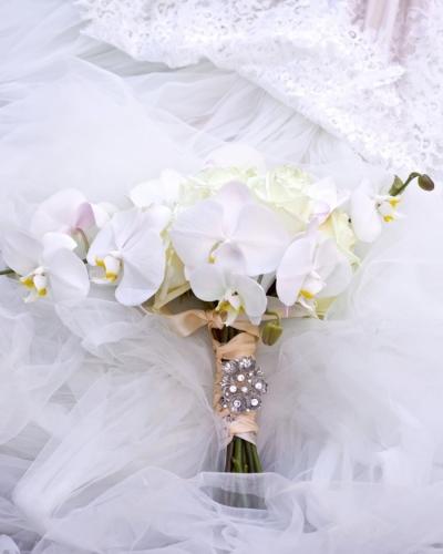 Luxurious White Themed Wedding At Hotel Arts Calgary Wedding Planner