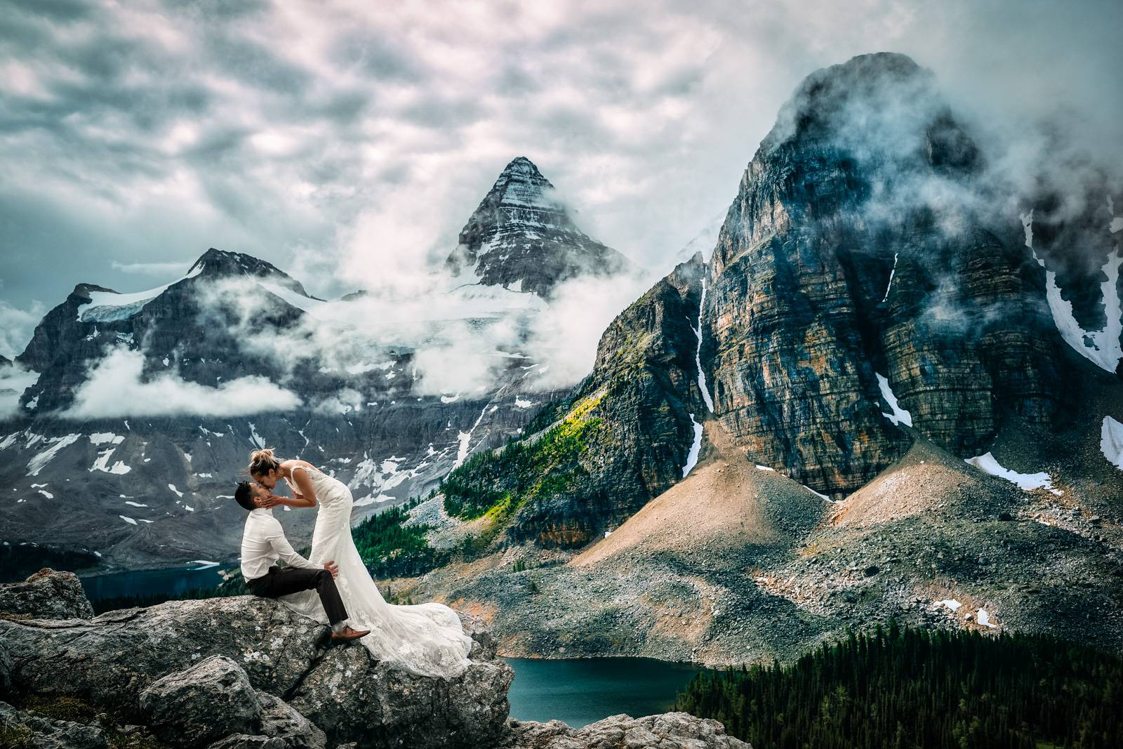 Elopement kiss at Mount Asinniboine.