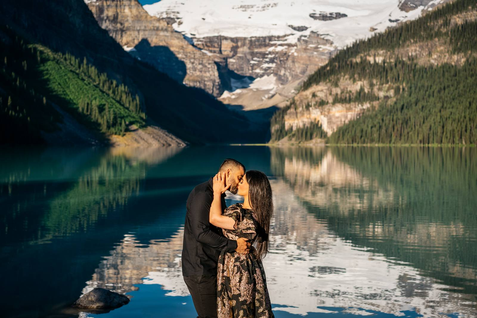 romantic kiss at Lake Louise