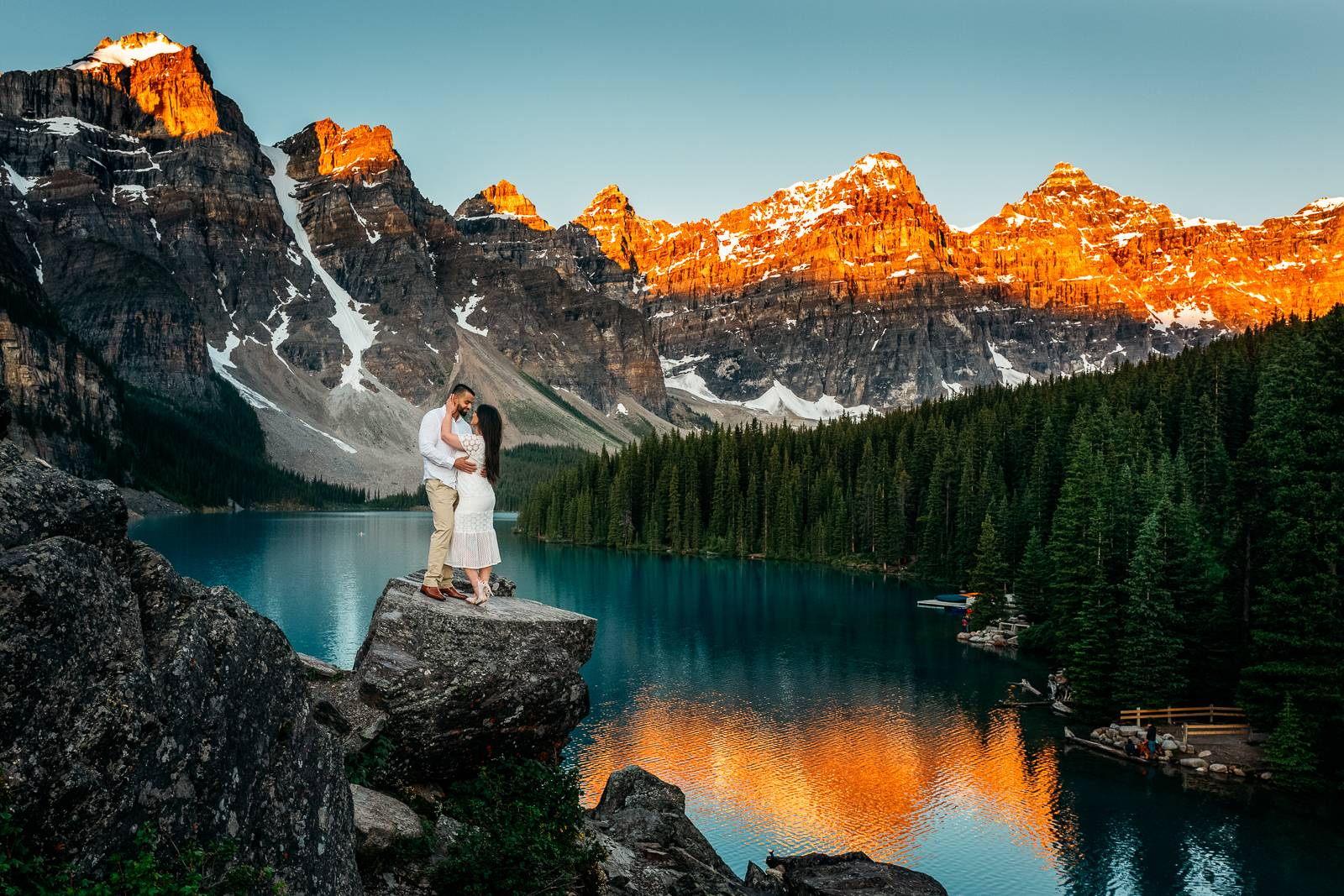 moraine lake sunrise engagement photographers