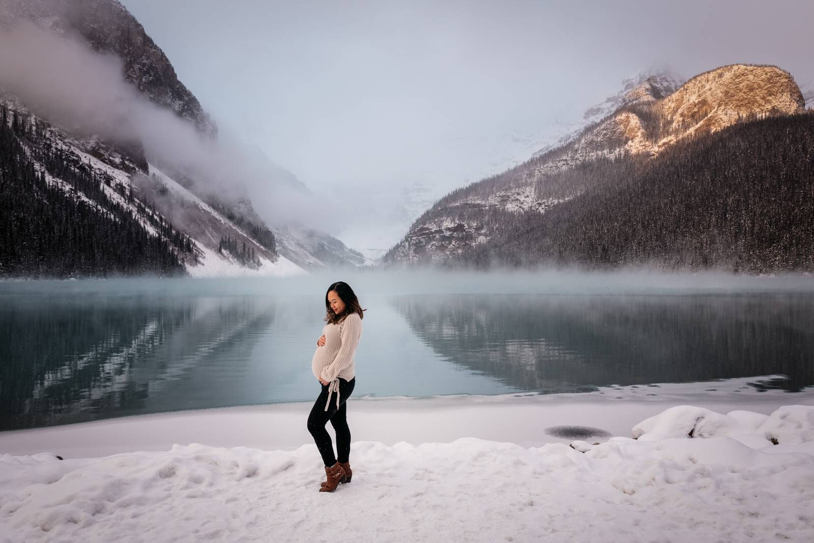 Sunrise-maternity-portrait-at-lake-louise