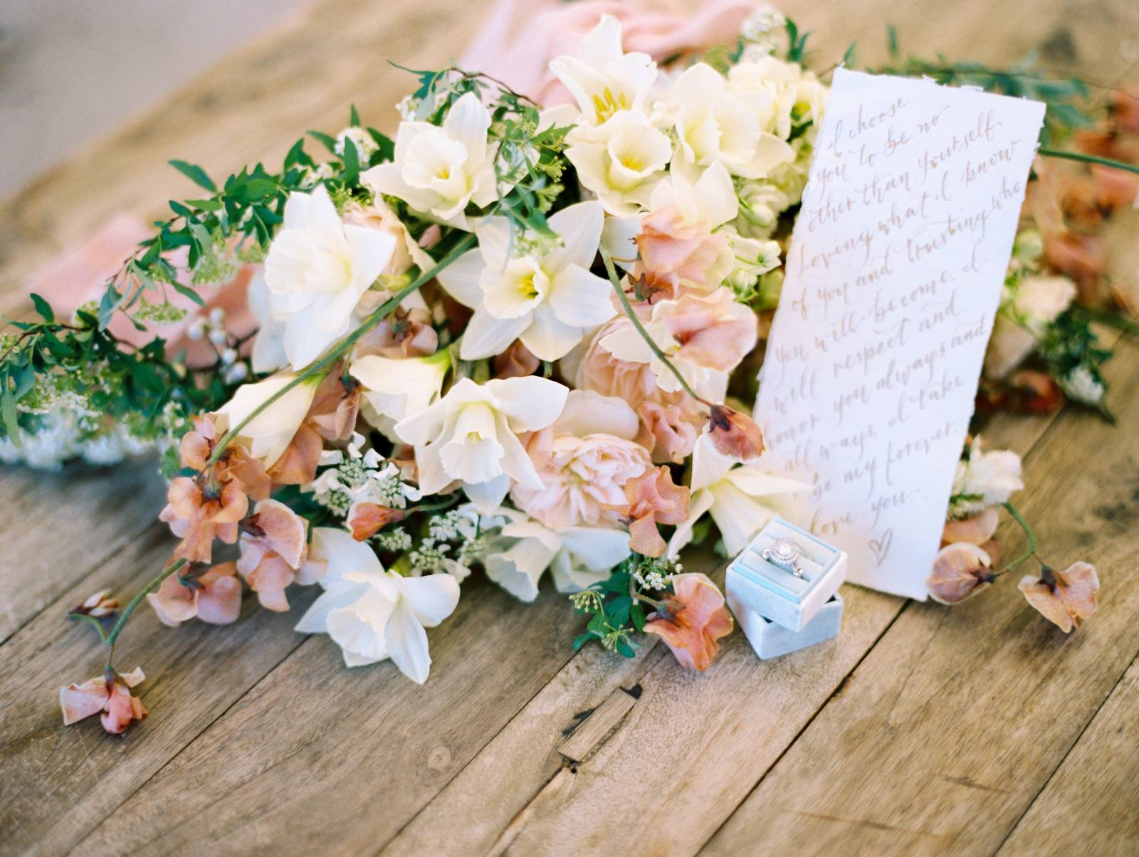Gorgeous dusty pink and peach floral inspiration