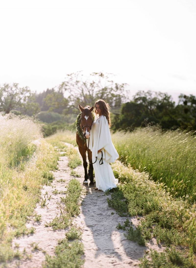 natural bride, bohemian, rustic, horse, outdoor wedding, nature, wedding poncho, white cashmere shaw