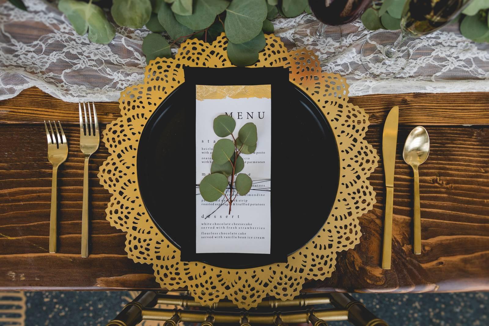 BLACK + GOLD MODERN MEETS RUSTIC WEDDING INSPIRATION