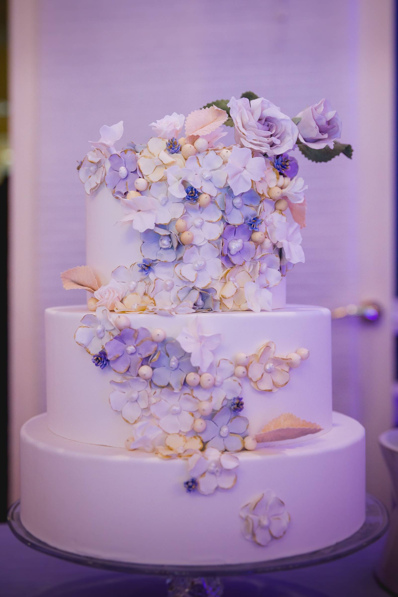 artfully curated cake design florals wedding trends 2019