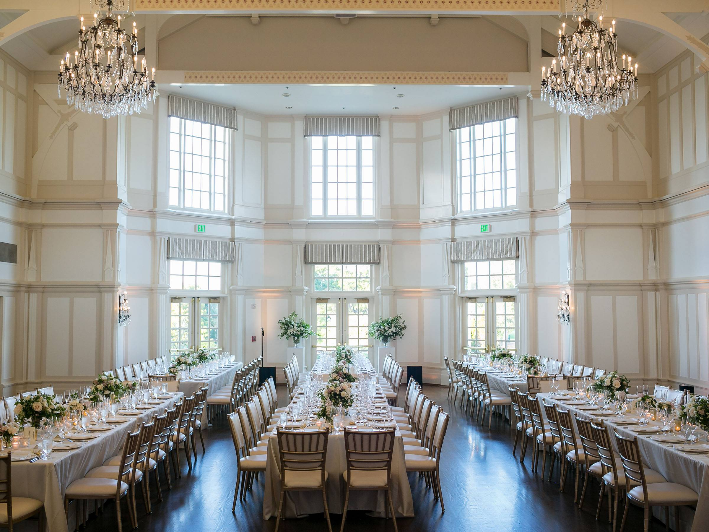white linen draped king's tables with gold chiavari chairs