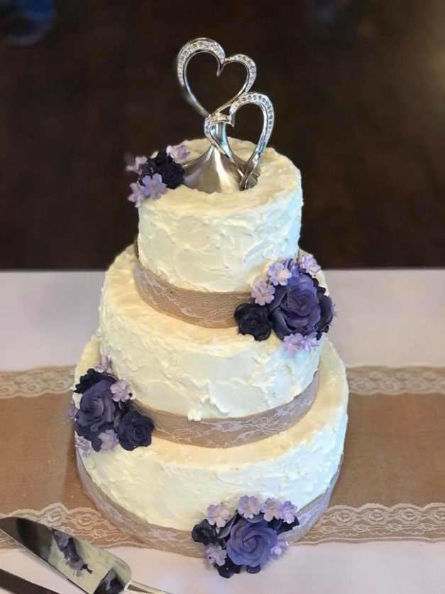 making wedding cake make your cake a delicious display oklahoma wedding ideas 17065