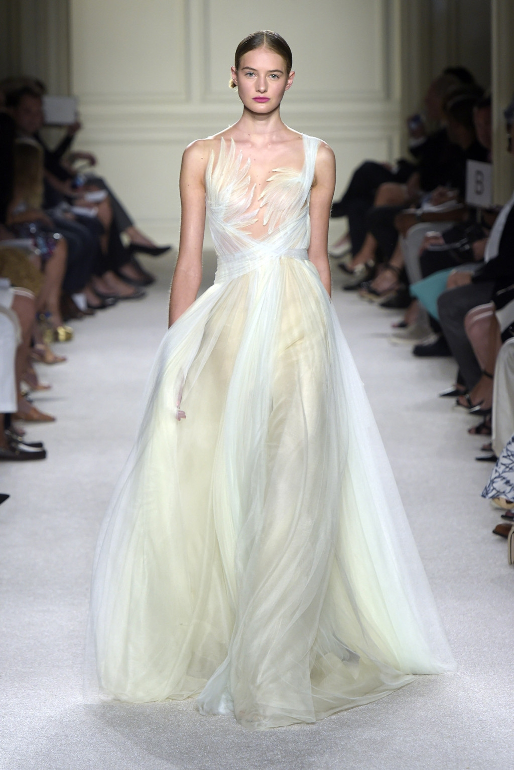10 Ready-to-Wear Looks That Could Be Bridal Gowns | Japan Fashion