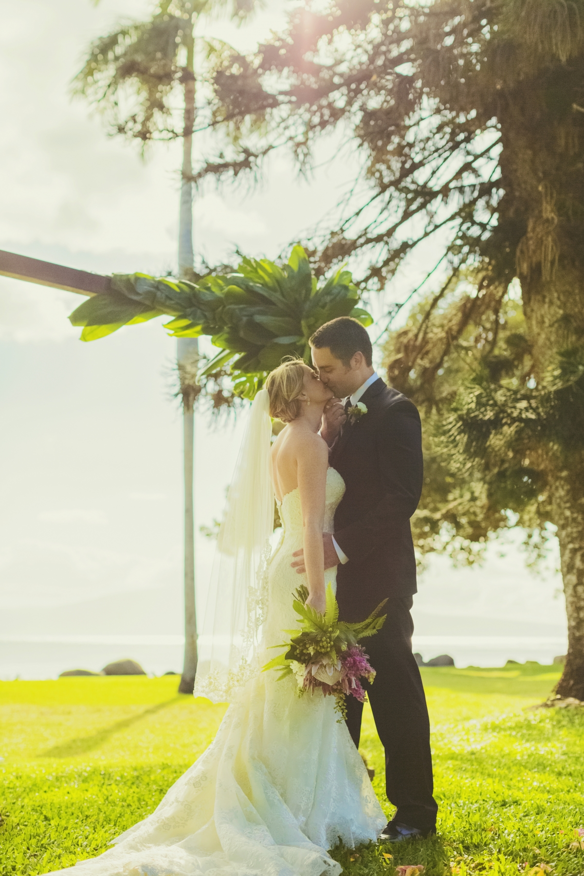 For Chrisna And Brandon S Destination Wedding At The Olowalu Plantation House In Maui Hawaii They Kept Words Simple Natural Personal Mind