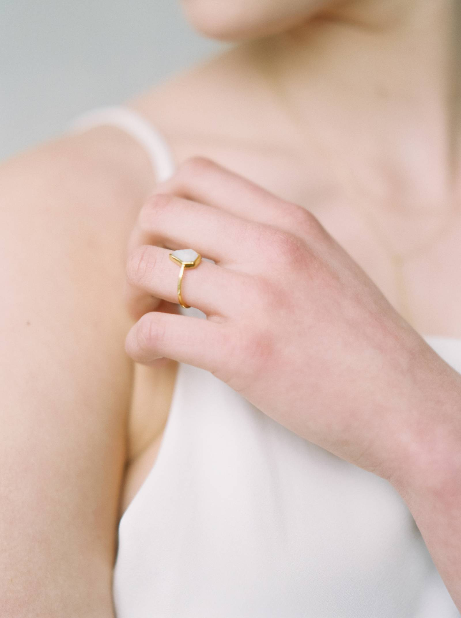 Embracing the sweetness of simplicity with a modern bridal look ...