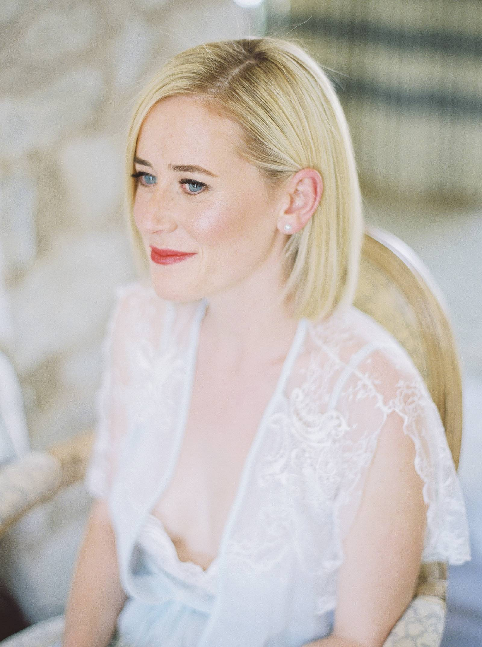 Elegant Arizona wedding with the bridal party all wearing white ...