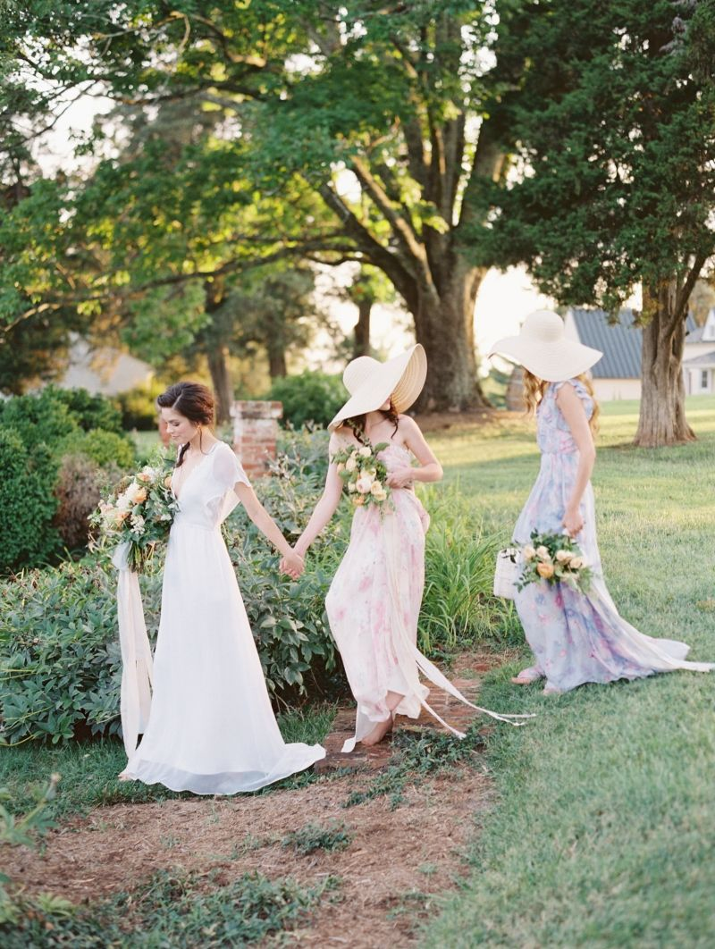 Bridesmaids in sunhats