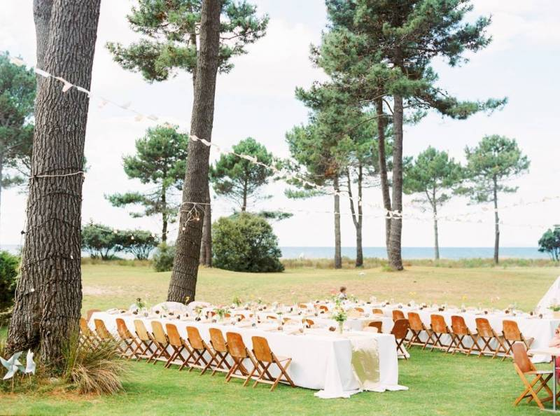 Choosing To Get Married At Matarangi Beach The Top Of Coromandel Bride Wore A Stunning Anna Campbell Gown And Carried Beautiful Summery Fls