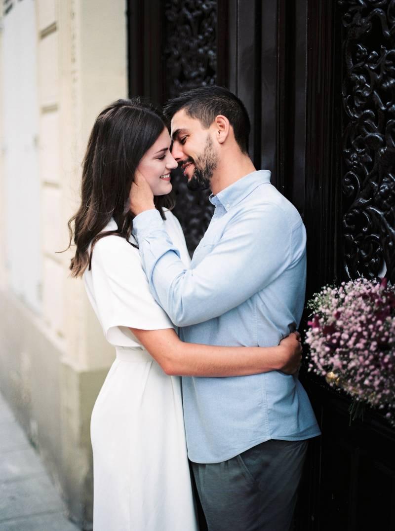 Romantic Couples Shoot In The Streets Of Paris Paris Couples Photo Shoot
