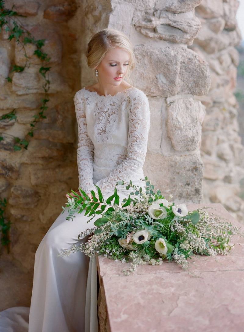 Simple Clic Elegant European Bridal Style