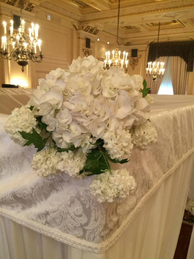 Classic White Wedding Flowers Decoration
