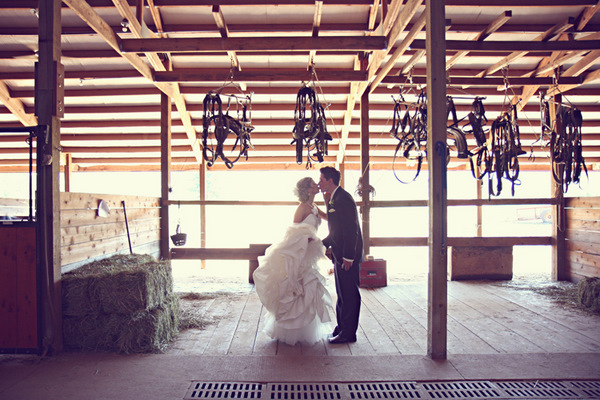 Outdoor Setting With Horse And Carriage Any Time Of Year Is Available Sleighs Are A Hit As Well For Winter Weddings Sandpoint Wedding Venue