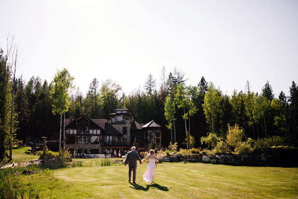 wedding-couple-walking-toward-house-watterson