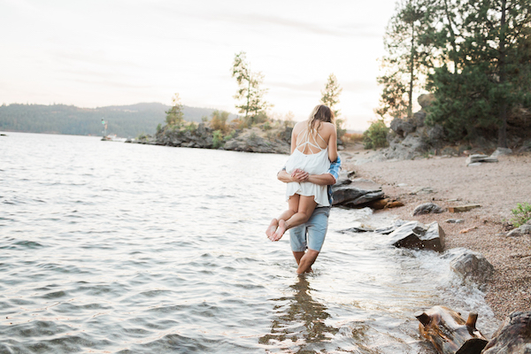 Sweet & Simple Lakeside Engagement Session