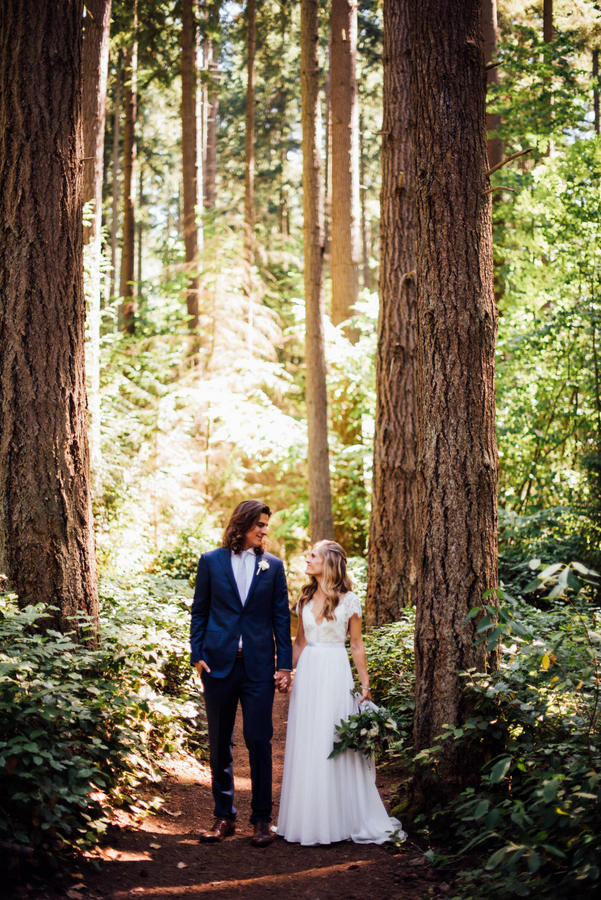 Cheery, Romantic Spring Bellevue Wedding on Apple Brides