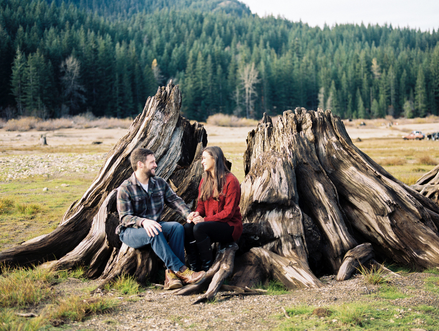 Cozy Cascade Mountain Engagement Session on Apple Brides