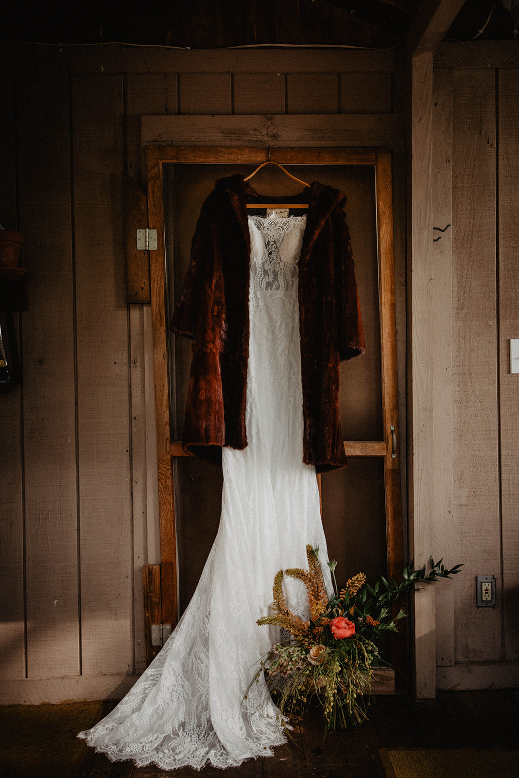 Bohemian Styled Elopement at Spirit Lake, Idaho on Apple Brides