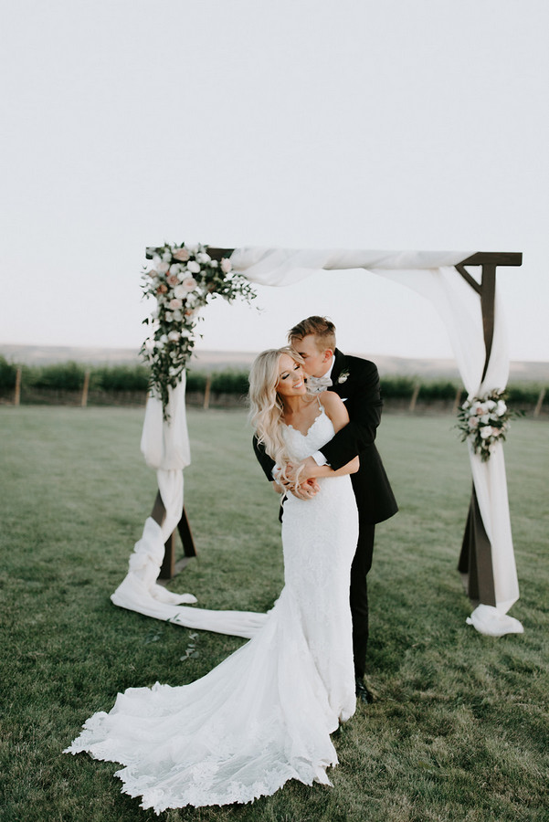 Romantic and Emotional Vineyard Wedding in Central Washington on Apple Brides