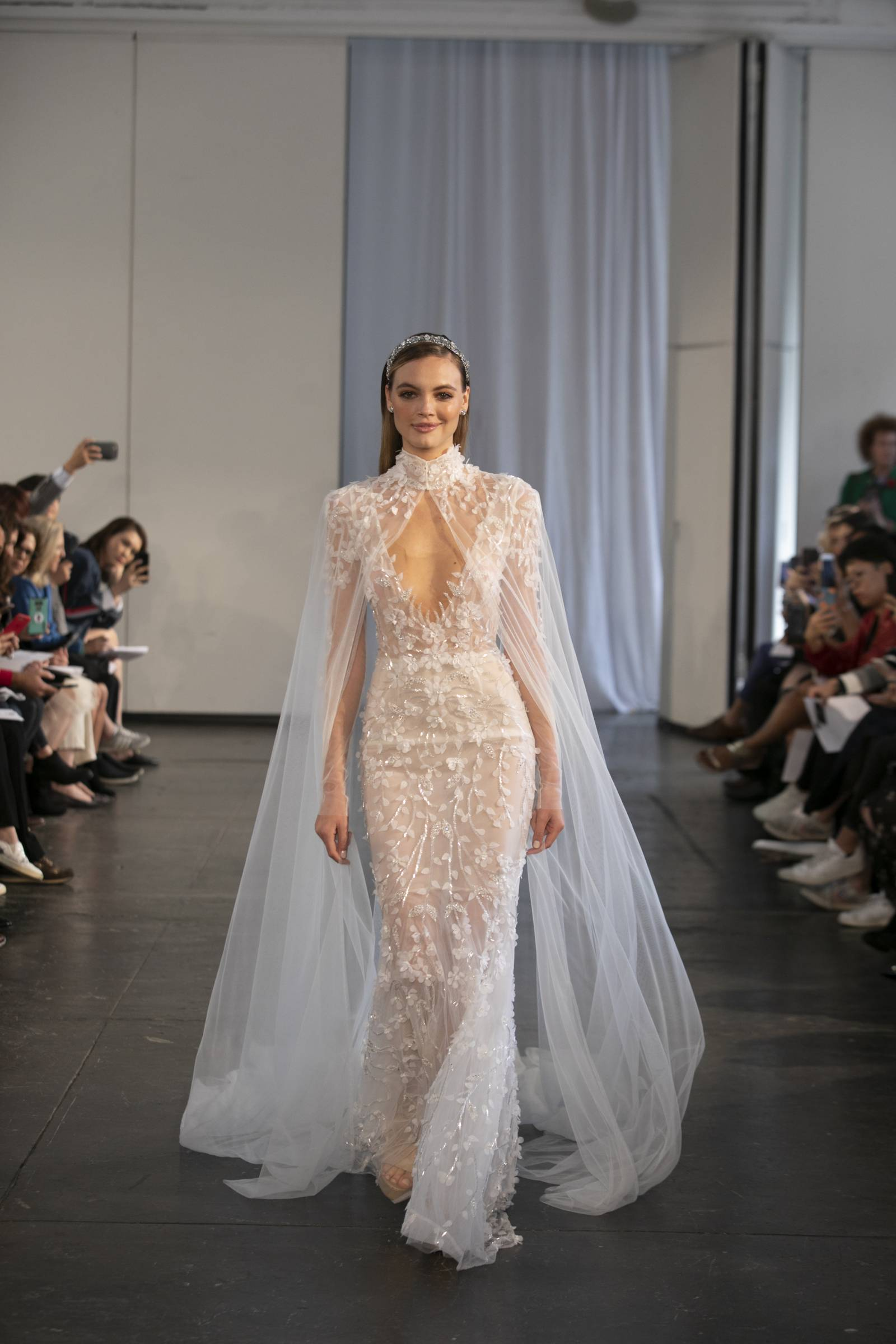 Getting Married in 2019? Here Are The Bridal Fashion Trends to Look For on Apple Brides!