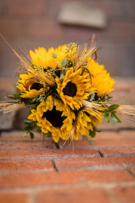 Thoughtful Fall Sunflower Wedding on Apple Brides