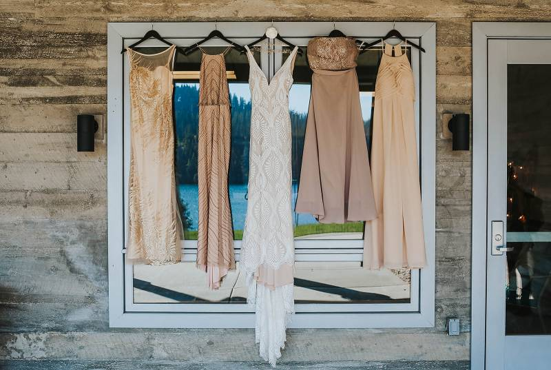 Lakeside Outdoorsy Wedding in Worley, Idaho on Apple Brides