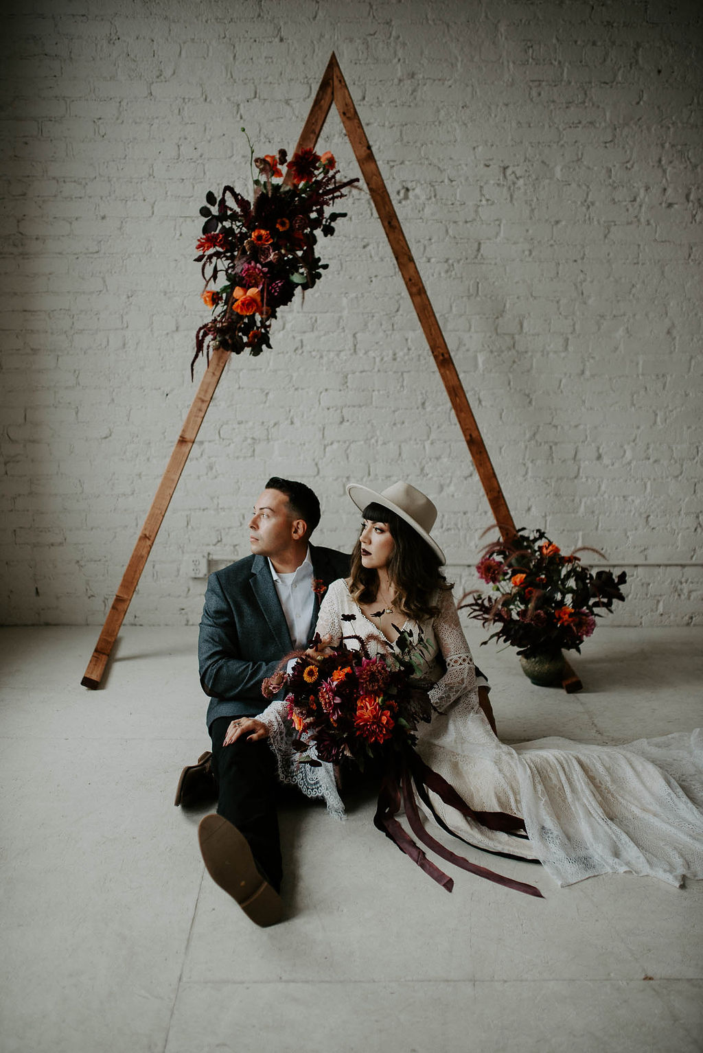 Modern Minimalist Autumn Wedding Inspiration Shoot on Apple Brides