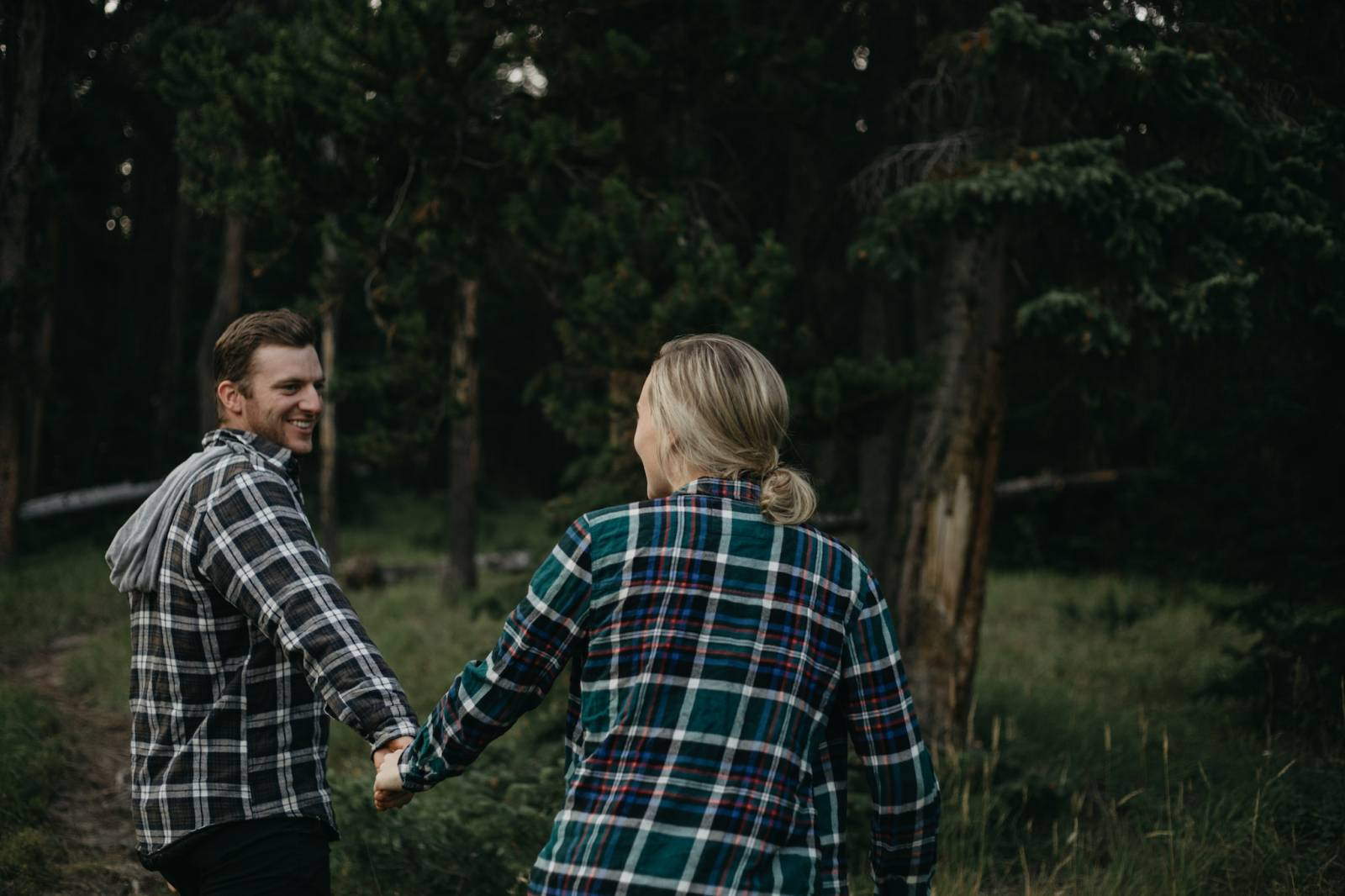 outdoor adventure engagement photo captured by Alberta wedding photographer Malorie Reiter | young c