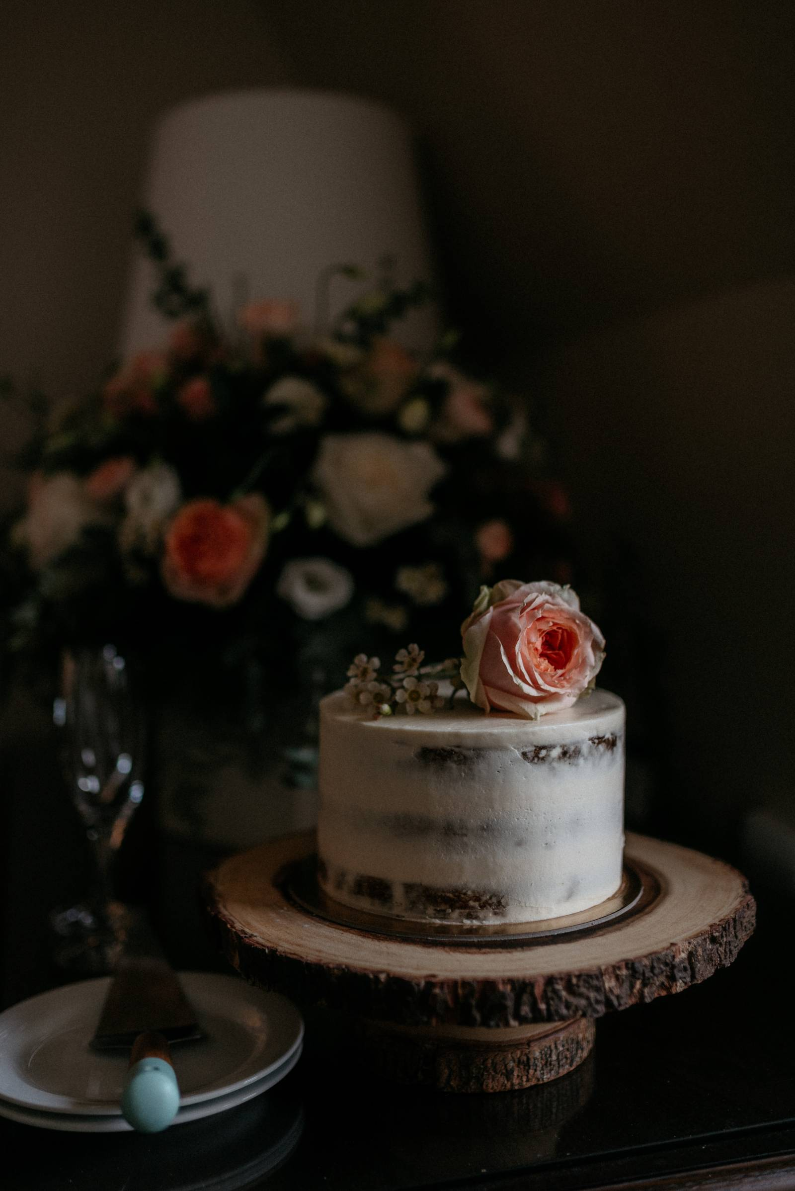 wedding cake | a foggy Banff elopement captured by Canadian wedding photographer Hennygraphy