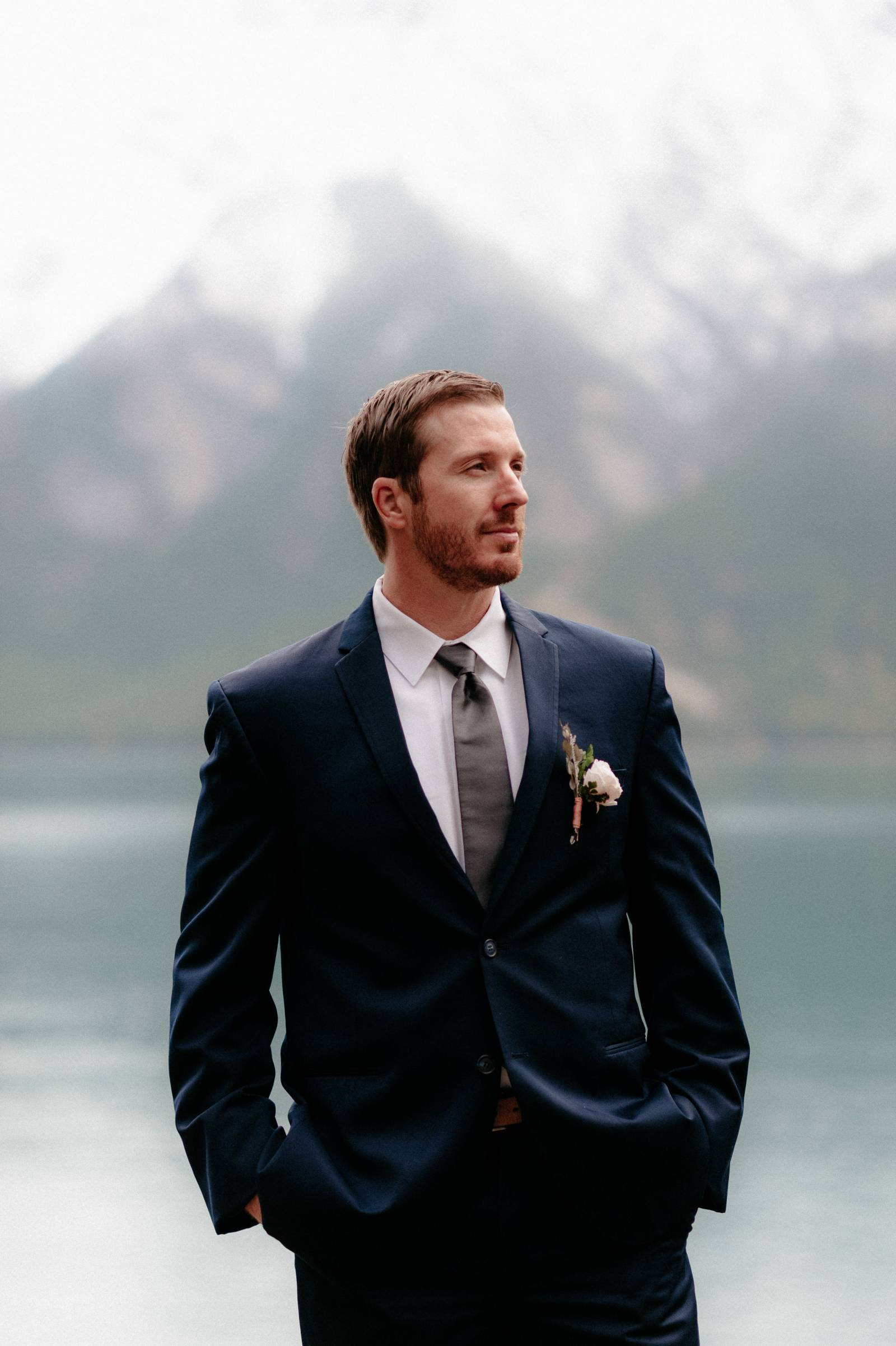 groom | a foggy Banff elopement captured by Canadian wedding photographer Hennygraphy