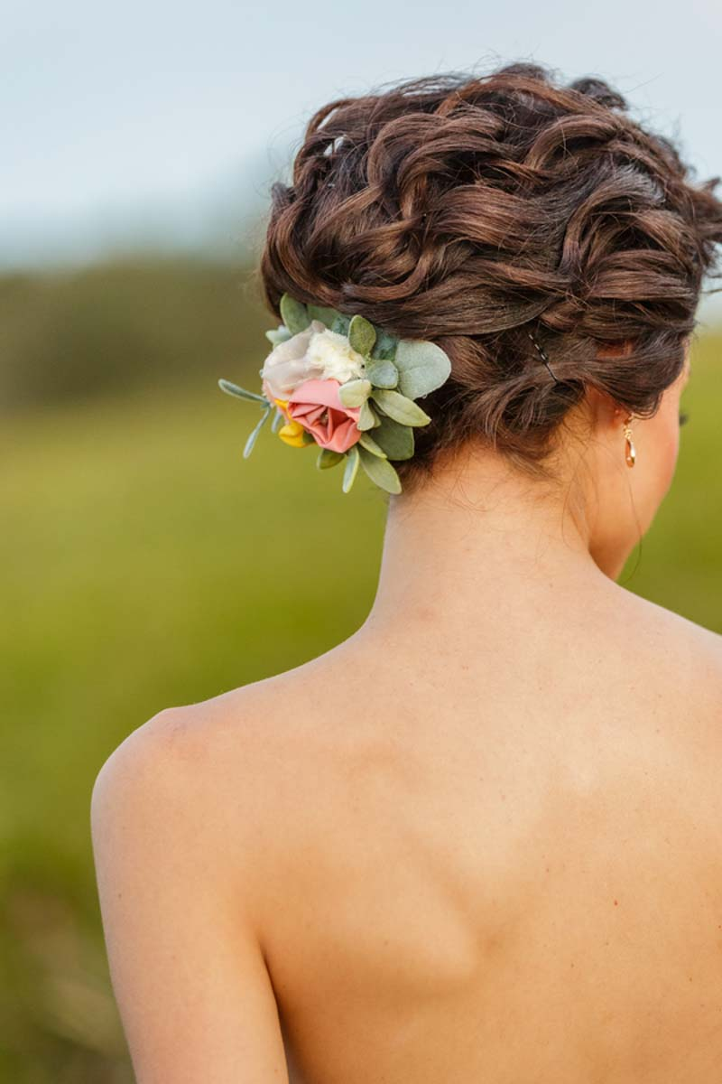 bride wearing RaggaWedding hair clip