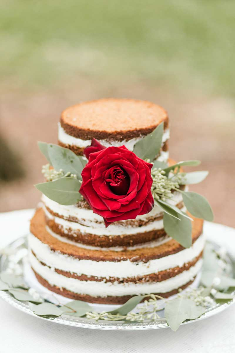 naked cake with red rose