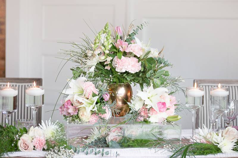 Blush, cream, and gold centerpiece