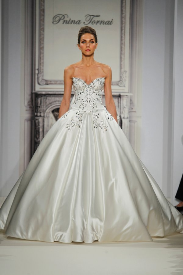 Selecting The Right Dress For Your Body Type! - Blackbride.com