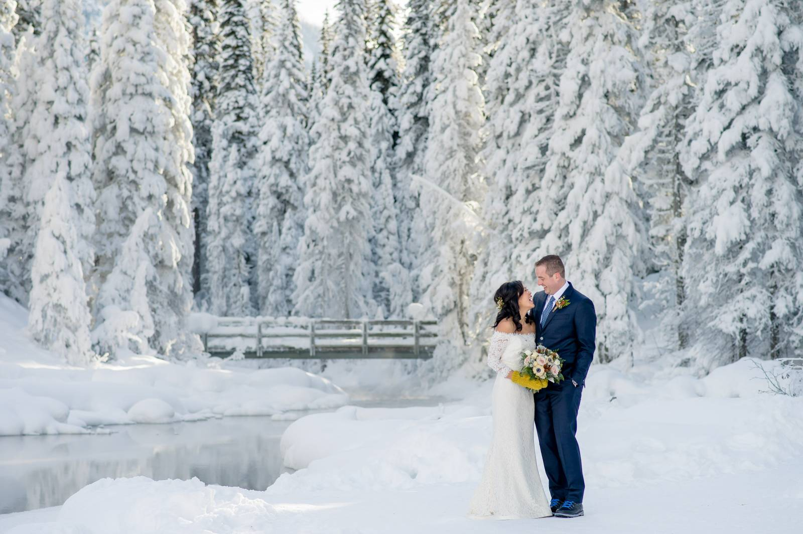 Winter wedding tips wedding tips we can lose the good photo light as early as 2pm in some winter months so make sure you plan your portrait time to take advantage of the best light junglespirit Image collections