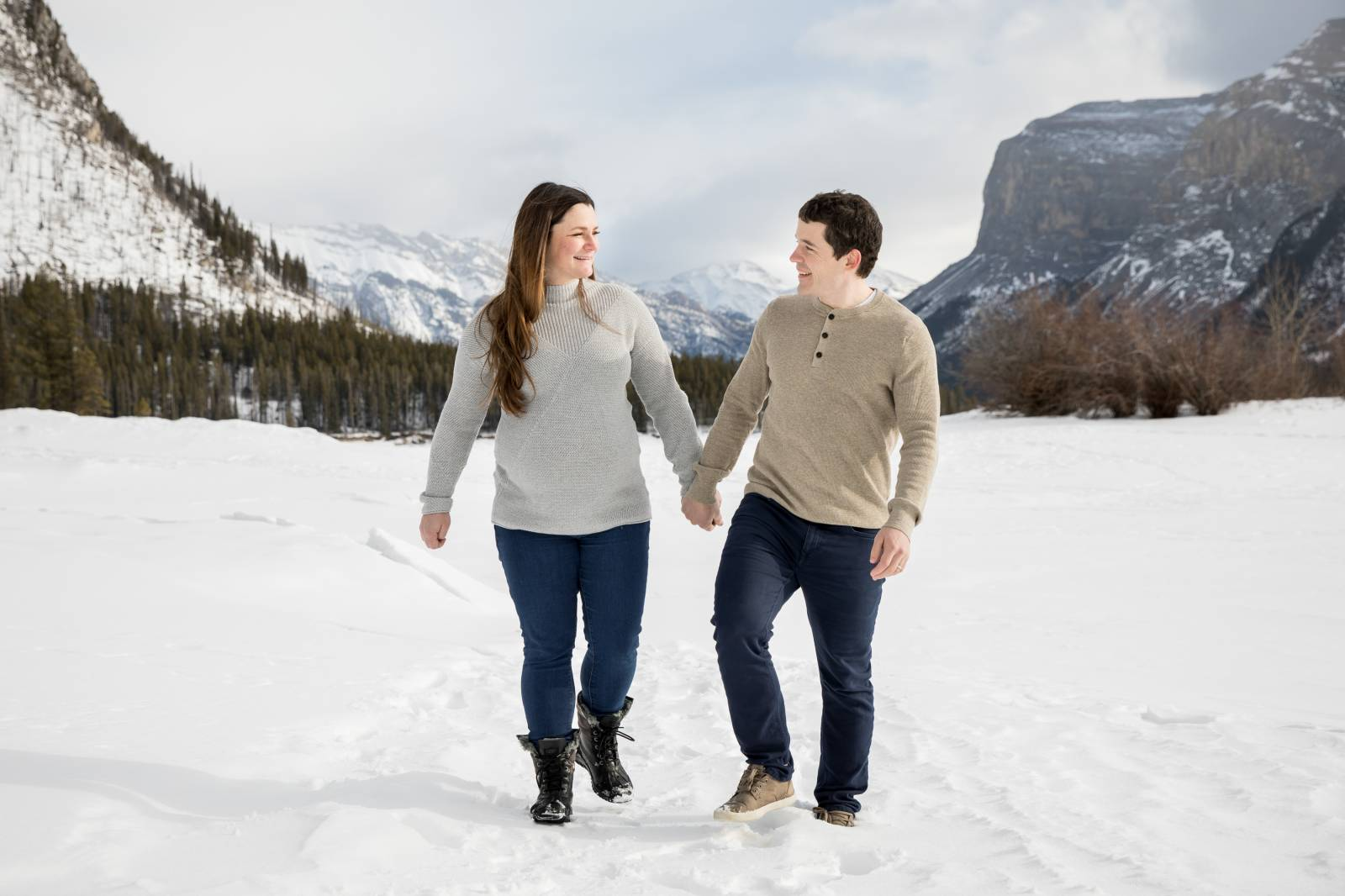 Banff Maternity photo session, Winter Maternity Photos, Banff Family Photographer, Banff Couple Port